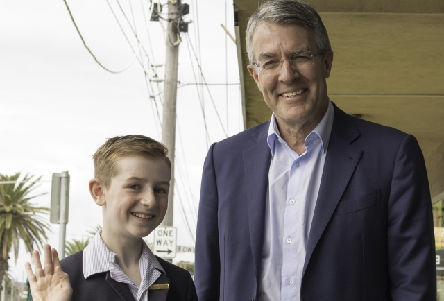 Year 6 student discusses key issues with the Hon Mark Dreyfus QC MP